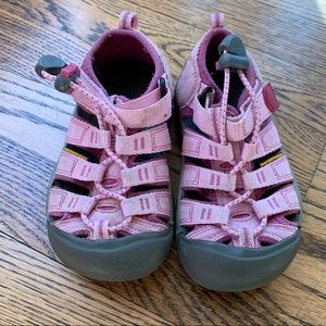Keen girls water proof shoes size 9
